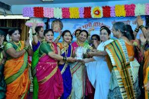 Rajyogini B. K. Shakudidiji giving Momento to Mangala Gauri Group