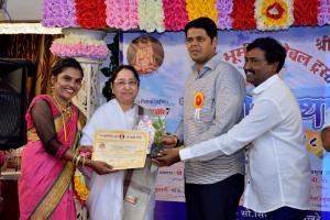 "Receving ""Diamond in Yoga & Spiritulity  Award"" & Certificate Rajyogini B. K. Shaku Didiji, Bro. Niranjan Davkhare, Bro. Rajendra Vakhare & Sis. Seema Vakhare"